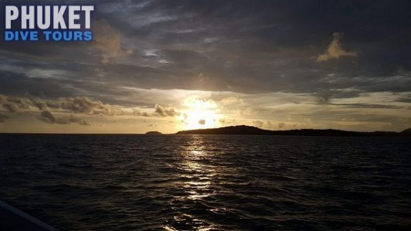 half day speed boat cruise with sunset return
